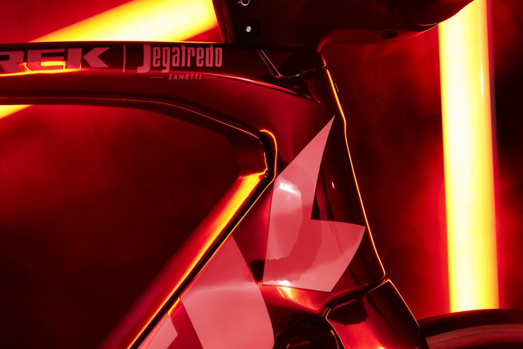 Madone_Red_Chrome_HeadTube_Detail_1500